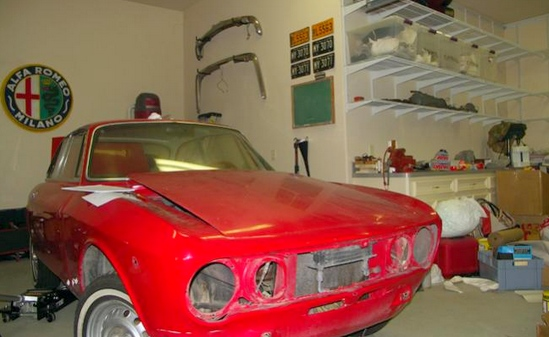 Un grand garage auto collection - Garage voiture collection ...