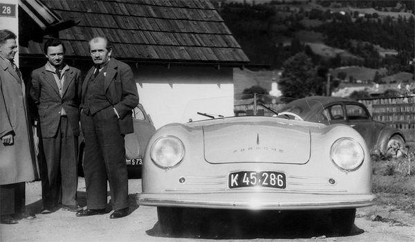 Ferry et Ferdinand Porsche devant le proto 356