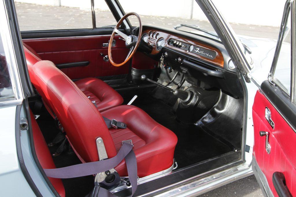 Intérieur cossu Coupé Lancia Fulvia